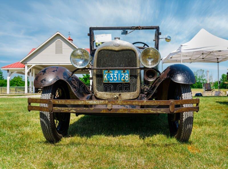 demostración de coche en el parque de la herencia del país, vista delantera asombrosa del coche clásico del vintage imagen de archivo libre de regalías