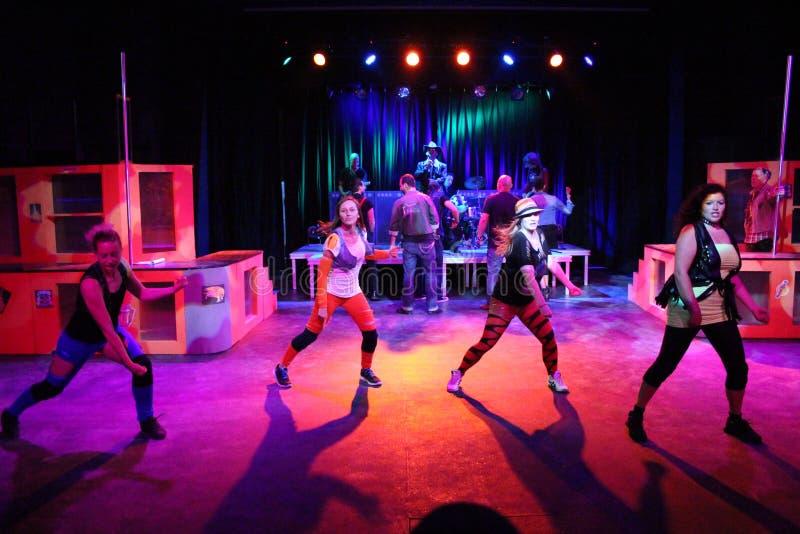Demostración de la danza en un hotel del club imagen de archivo libre de regalías