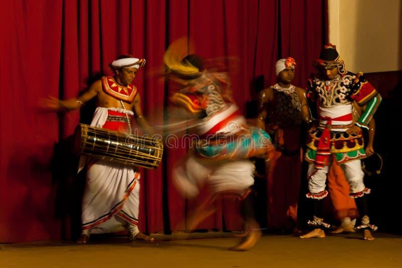 Demostración de la danza tradicional en la Y M B A Pasillo en Kandy, Sri Lanka imágenes de archivo libres de regalías