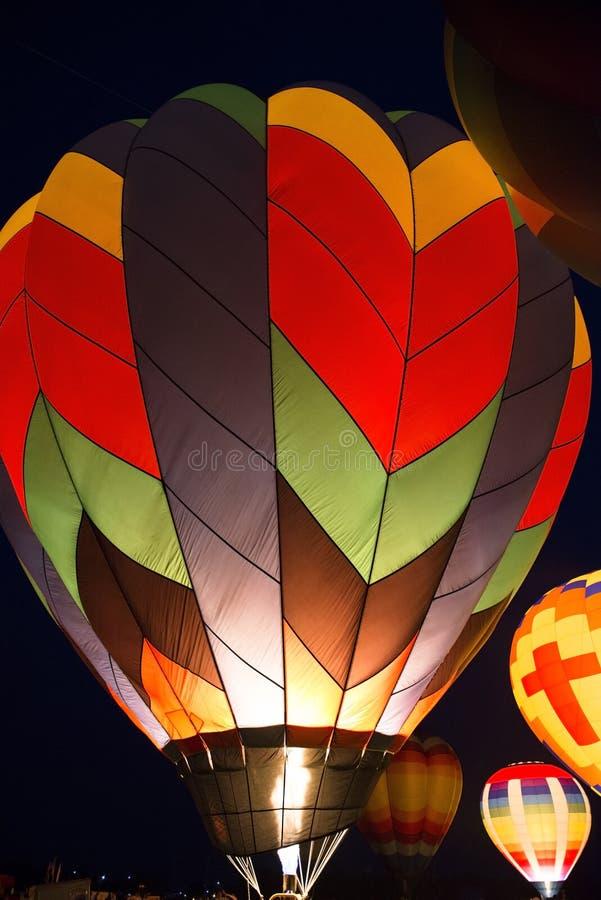 Demostración de la luz del color del resplandor de tarde del globo del aire caliente fotos de archivo