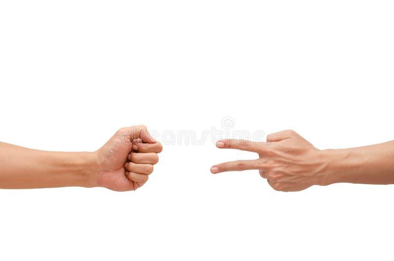 Demostración de la mano del hombre un piedra papel o tijera del juego fotos de archivo