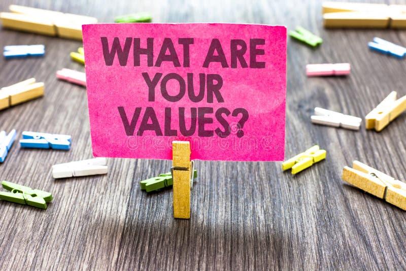Demostración de la nota de la escritura cuáles son su pregunta de los valores Foto del negocio que muestra preguntando a alguien  imagenes de archivo