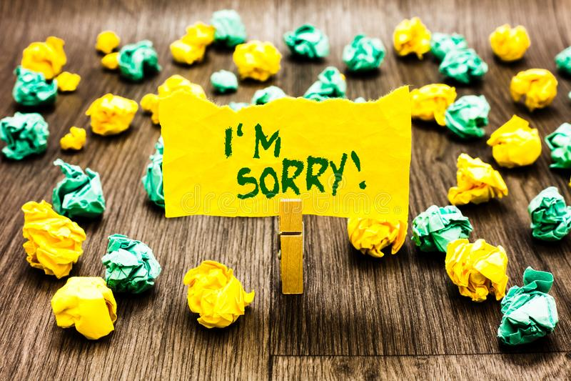 Demostración de la nota de la escritura lo siento Foto del negocio que mostraba para pedir perdón alguien usted unintensionaly da imagen de archivo