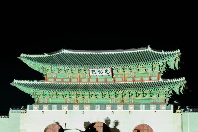 Demostración de las luces de la noche de las multimedias de la puerta histórica coreana fotografía de archivo libre de regalías