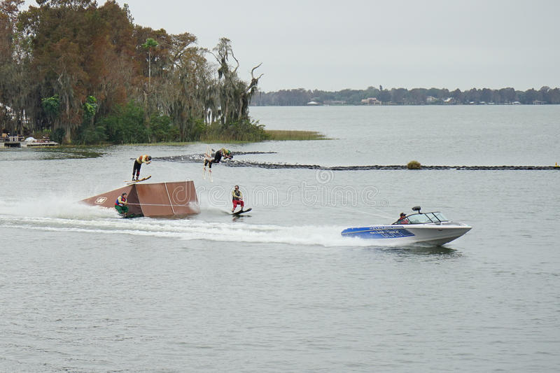 Demostración del esquí acuático de Legoland foto de archivo