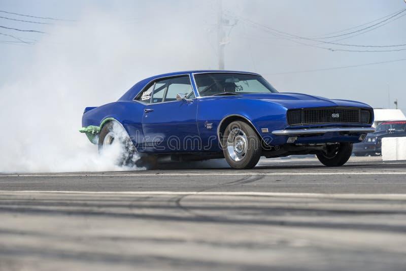 Demostración del humo del coche de la fricción fotografía de archivo libre de regalías
