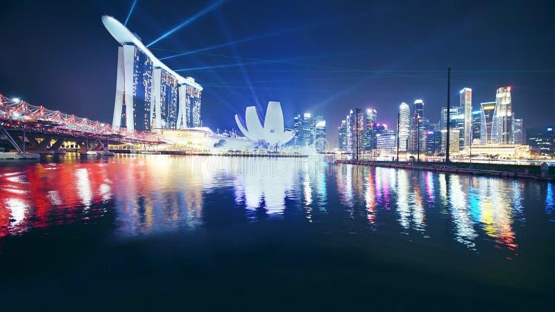 Demostración del laser en Marina Bay Sands Hotel Singapore imagen de archivo libre de regalías