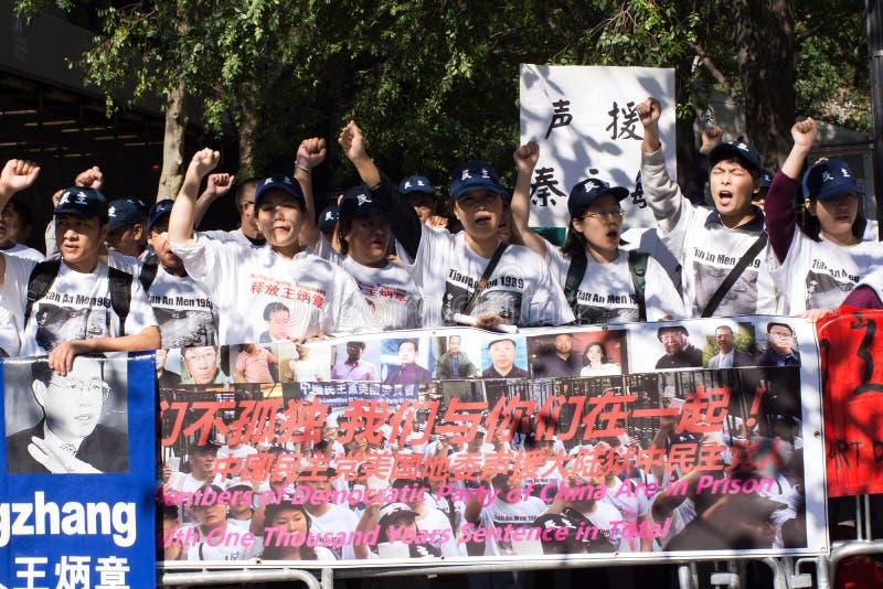 Demostración del partido democrático de China para lanzar a Wang Bingzhang, Liu Xiaobo foto de archivo
