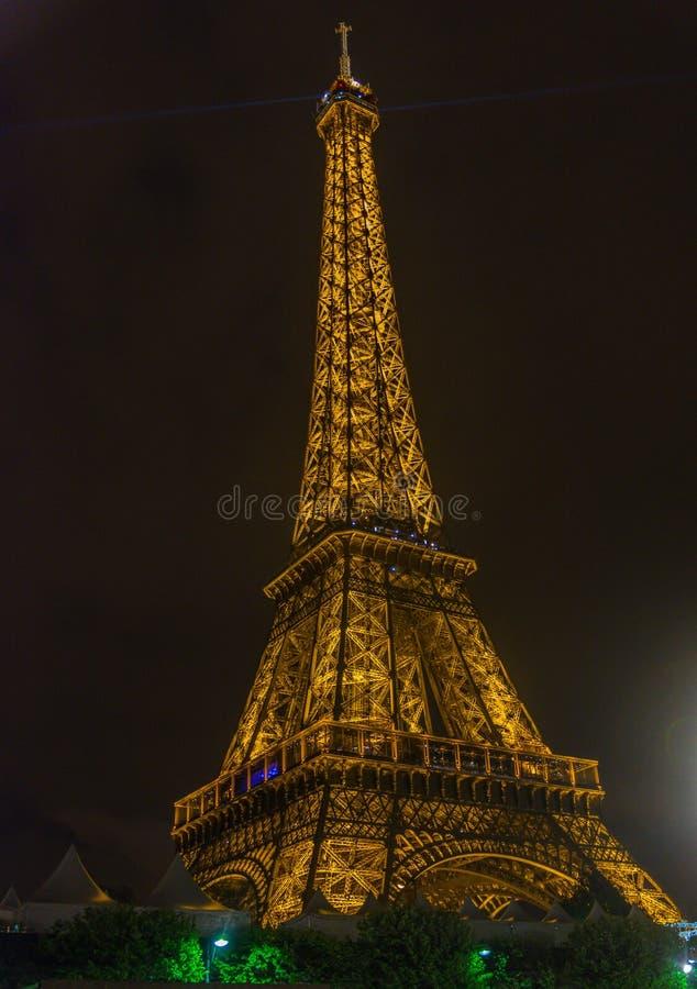 Demostración ligera del funcionamiento de la torre Eiffel imagen de archivo libre de regalías