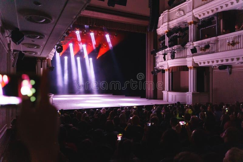 Demostración ligera en la etapa del teatro del drama fotografía de archivo