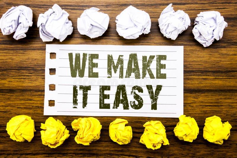 Demostración manuscrita del texto la hacemos fácil Concepto del negocio para la solución de la calidad de la ayuda escrita en la  imagenes de archivo