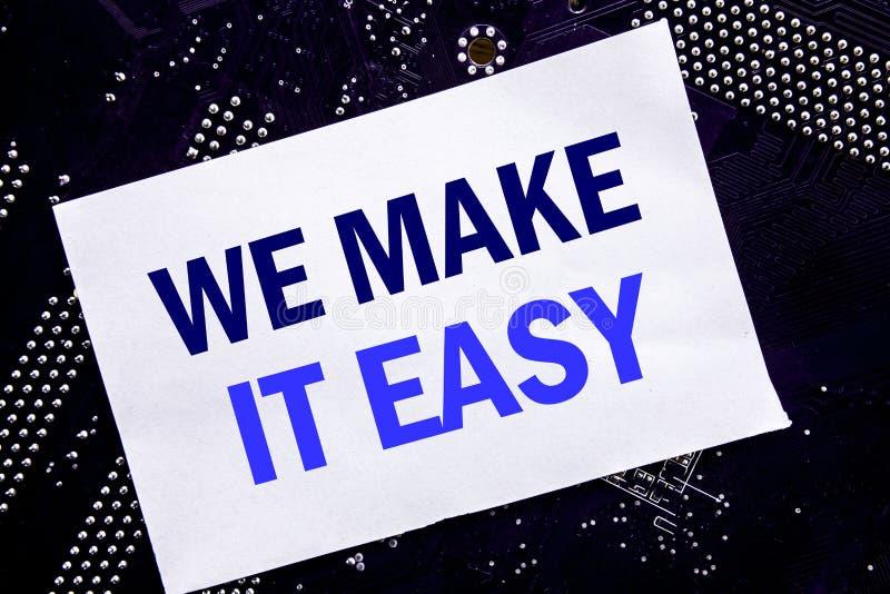 Demostración manuscrita del texto la hacemos fácil Concepto del negocio para la solución de la calidad de la ayuda escrita en la  foto de archivo