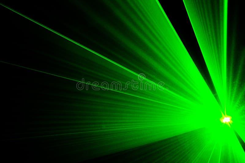Demostración verde del laser en un disco foto de archivo