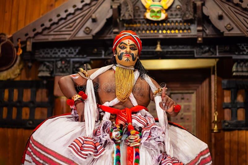 Demostraci?n de la danza de Kathakali en Cochin, la India fotos de archivo