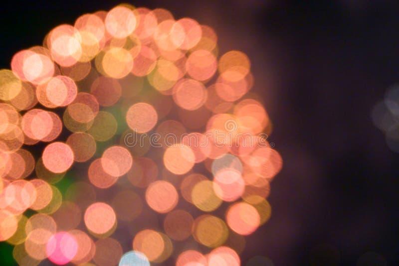 Demostraci?n internacional 2019 del festival de los fuegos artificiales borrosos abstractos del fondo en Pattaya Tailandia fotografía de archivo libre de regalías