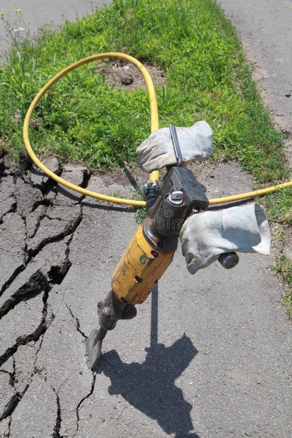 Demulindo o asfalto imagem de stock