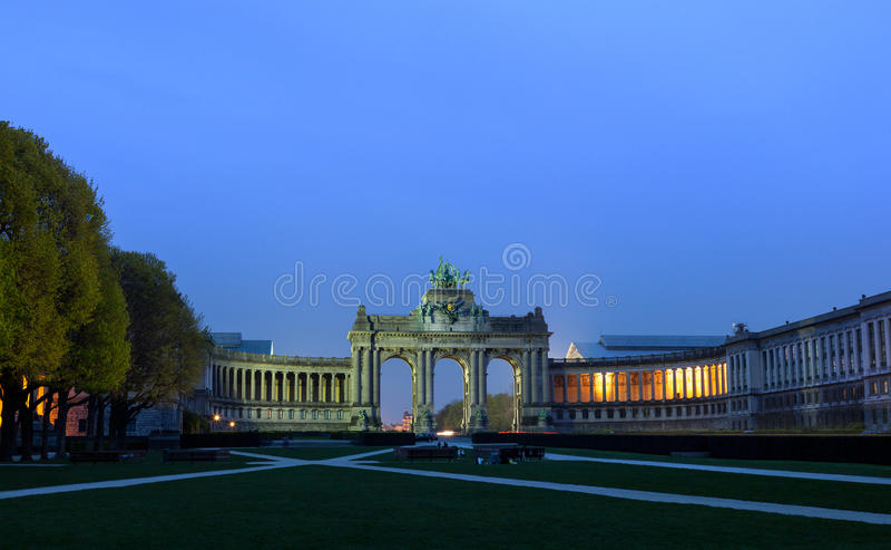 Den ärke- de Triumfera Bryssel jubileet parkerar royaltyfria bilder