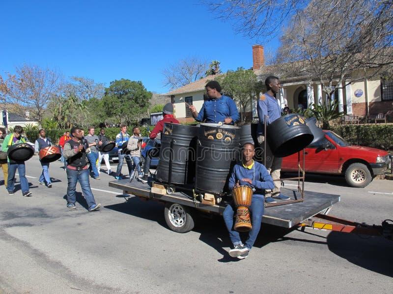 Den årliga gatan ståtar i Grahamstown, Sydafrika royaltyfri bild