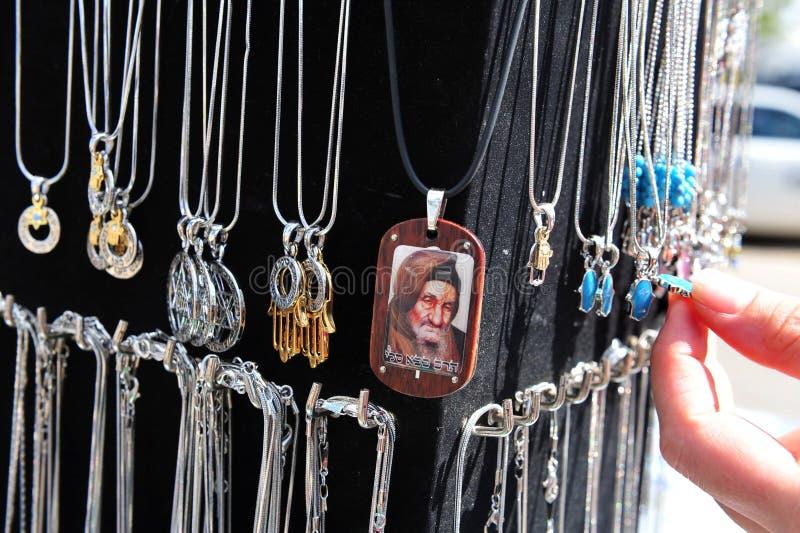 Den årliga pilgrimsfärden till gravvalvet för Baba Sali jordfästningplats i Netivo royaltyfri foto