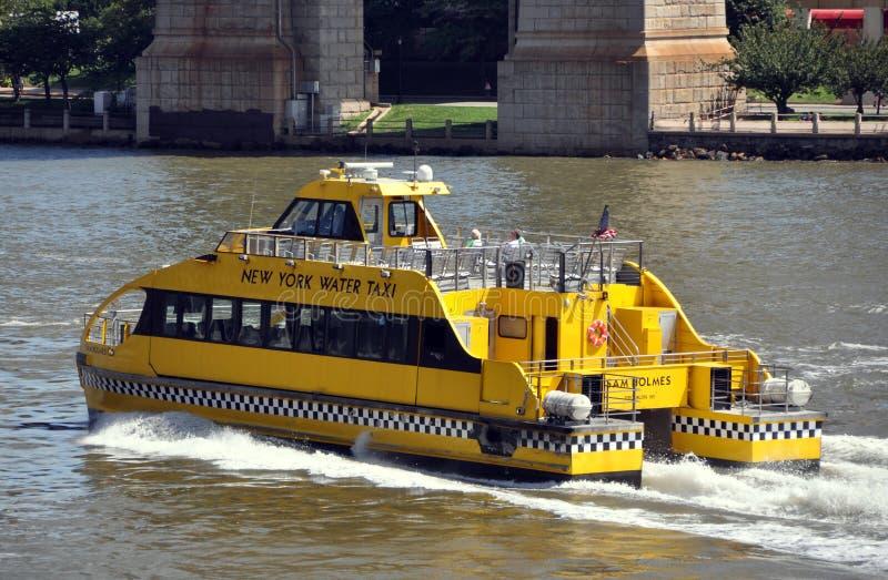 den östliga nya nycfloden taxar vatten york arkivfoto
