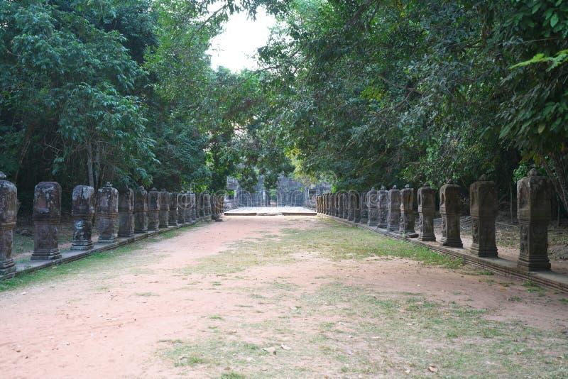 Den östliga vägbanken av Preah Khan, Siem Reap, Cambodja royaltyfri foto