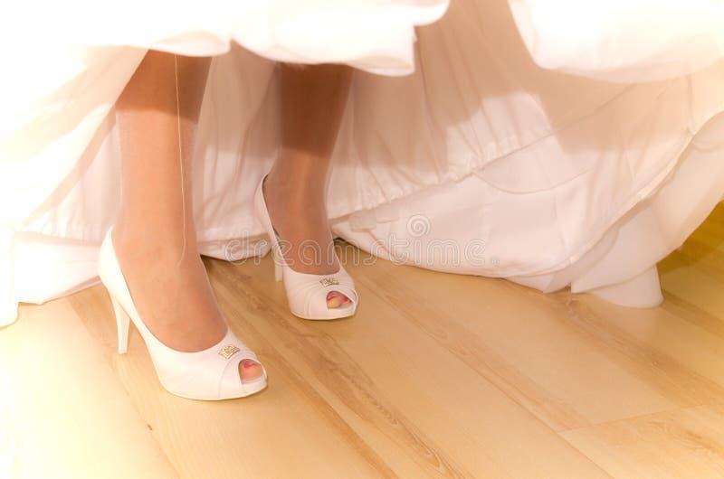 den abstrakt bruden shoes white arkivbild