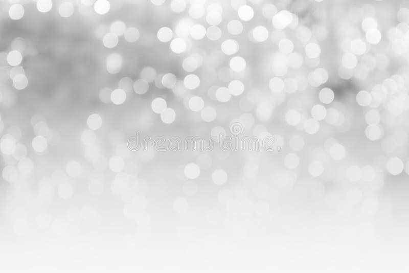 Den abstrakta suddiga kopian för begreppet för grå färg- och vitbokehbakgrund gör mellanslag skinande suddiga ljus, julbakgrund royaltyfria foton
