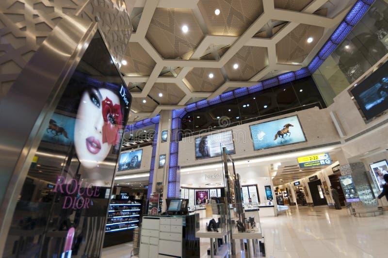 den Abu Dhabi tullfri vara shoppar arkivbild