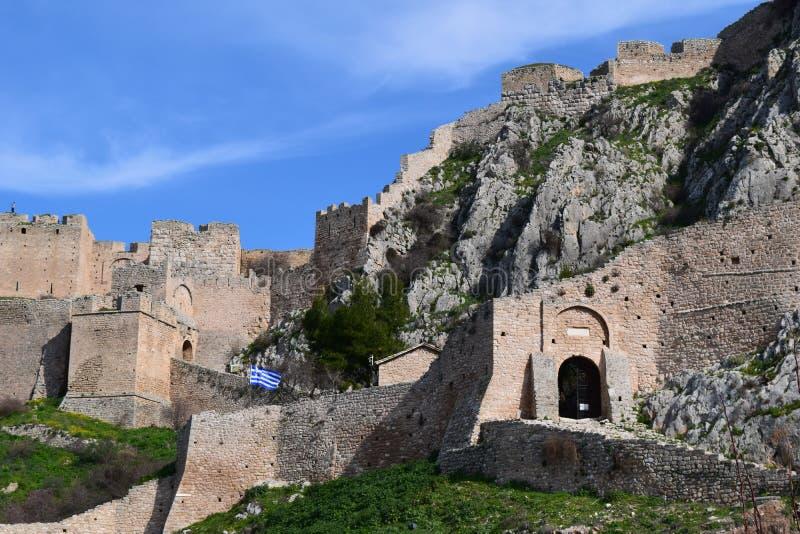 Den Acrocorinth fästningen, akropolen av forntida Corinth royaltyfri foto