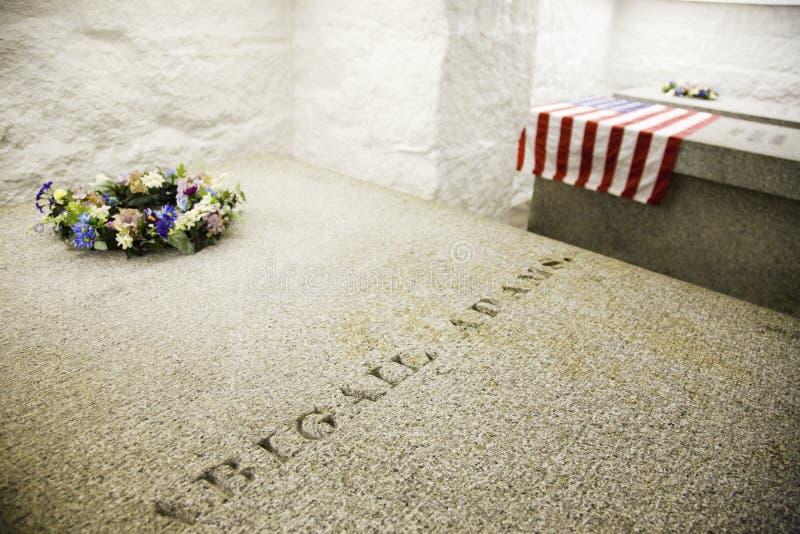 Den Adams tomben i Quincy arkivbilder