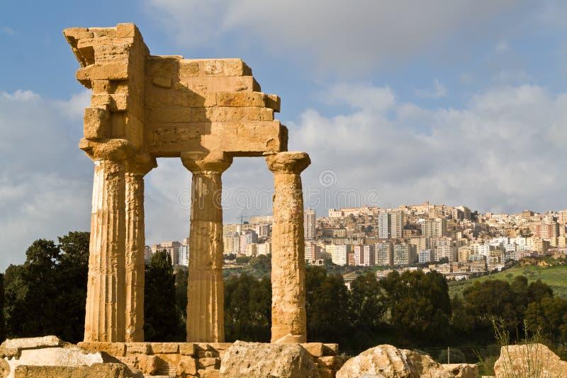 den agrigento castoren pollux fördärvar tempelet fotografering för bildbyråer