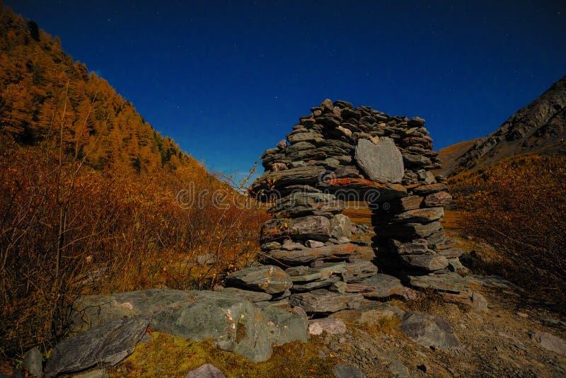 Den Akkem dalen i naturliga Altai berg parkerar royaltyfri bild
