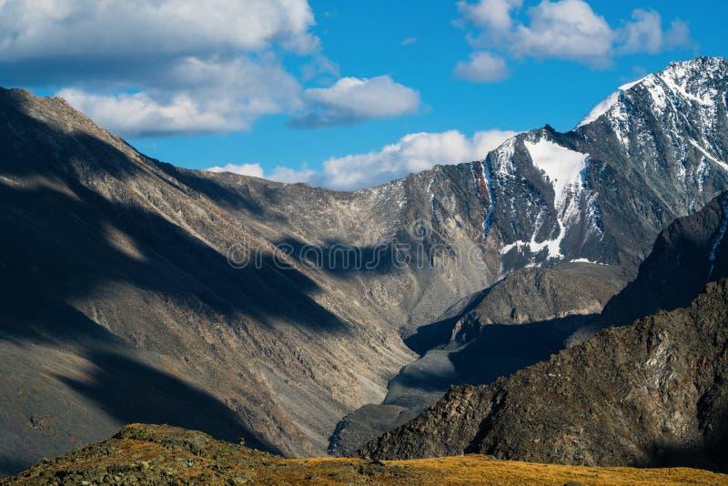 Den Akkem dalen i naturliga Altai berg parkerar royaltyfria bilder