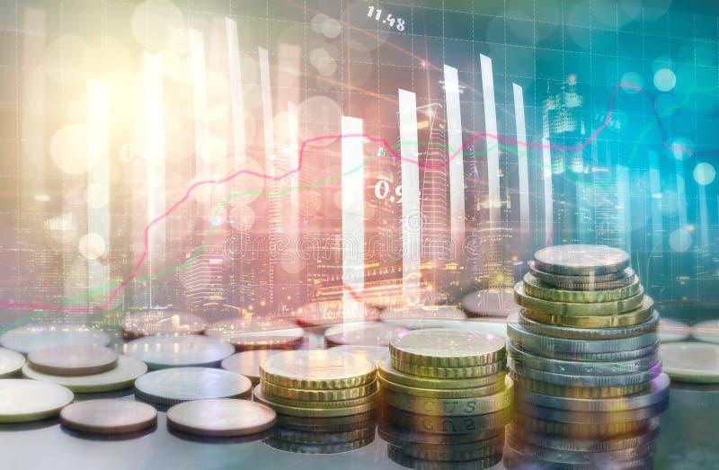Den aktiemarknad- eller forexhandelgrafen och ljusstaken kartlägger passande för begrepp för finansiell investering arkivbild