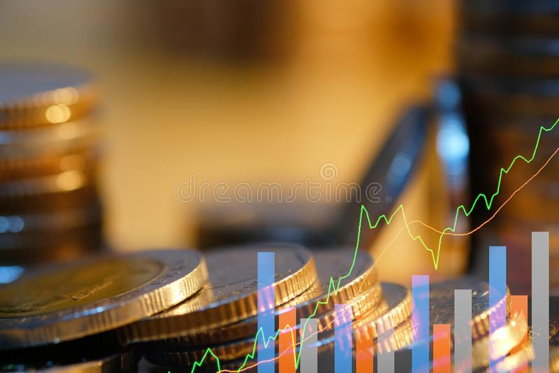 Den aktiemarknad- eller forexhandelgrafen och ljusstaken kartl?gger passande f?r begrepp f?r finansiell investering Affärsplanet  royaltyfria bilder