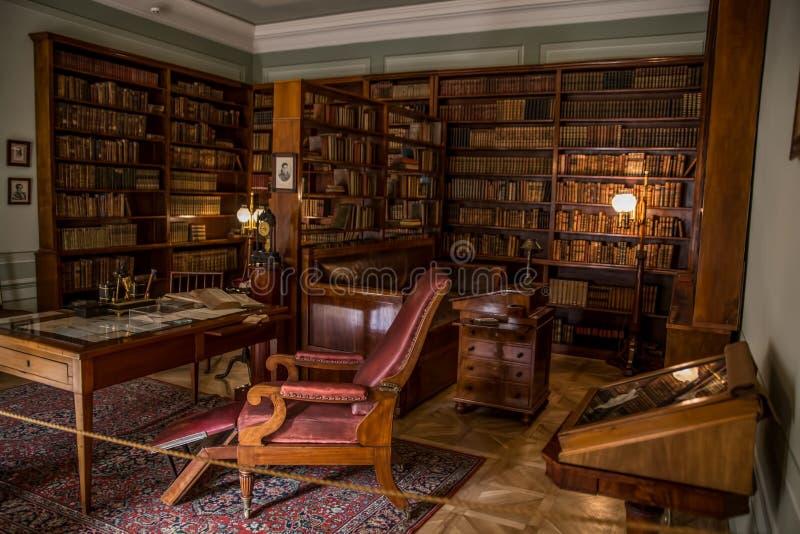Den Alexander Pushkin Museum och minnesmärkelägenheten i St Petersburg royaltyfri foto