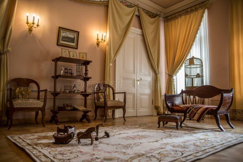 Den Alexander Pushkin Museum och minnesmärkelägenheten i St Petersburg royaltyfria bilder