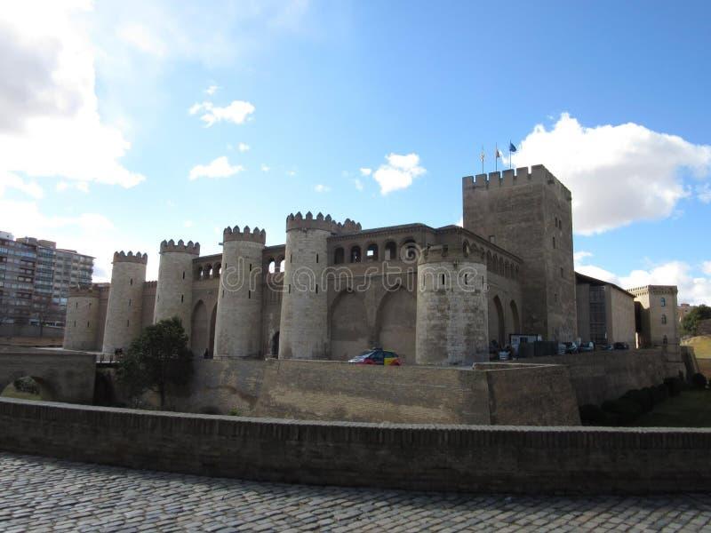 Den AljaferÃa slotten royaltyfri fotografi