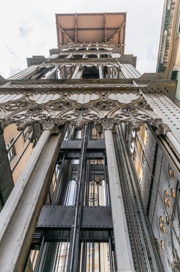 den alt- staden för lärlingarkitektbairroen som förbinder den förklarande franska gustave för den de centra du eiffel hissen högs arkivfoton