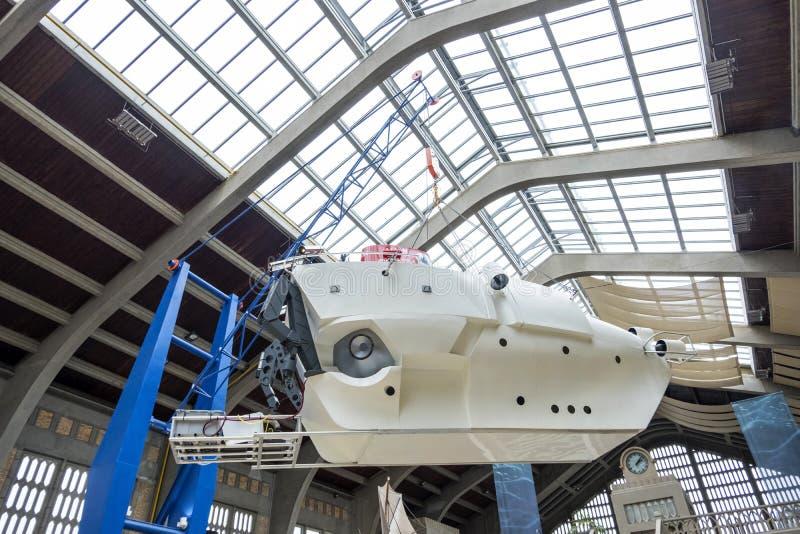 Den Alvin slags ubåt på utställningen i det maritima museet La Citera de La Mer eller stad av havet i Cherbourg, Frankrike royaltyfri foto