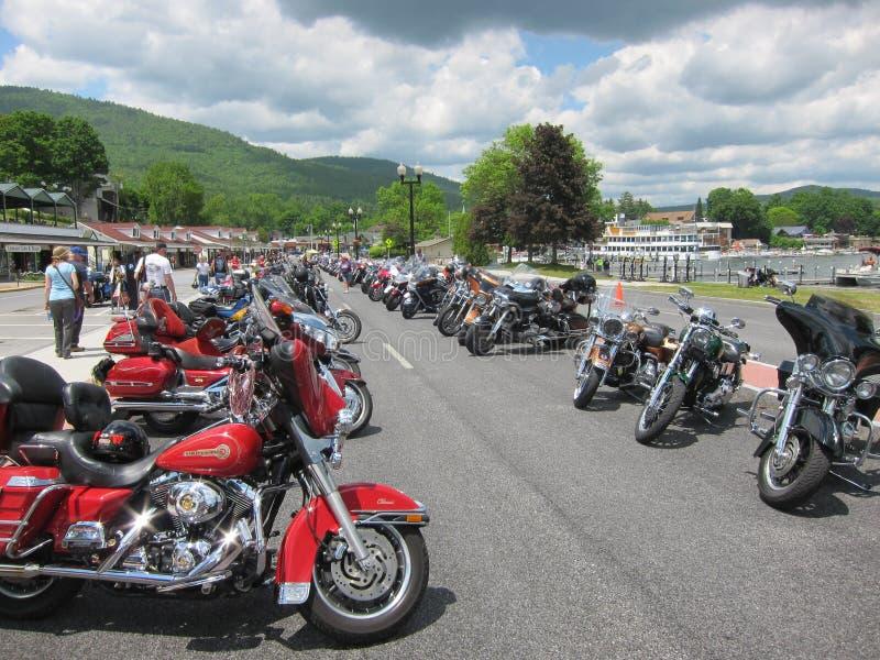 Den Americade motorcykeln samlar - sjön George, NY royaltyfri bild
