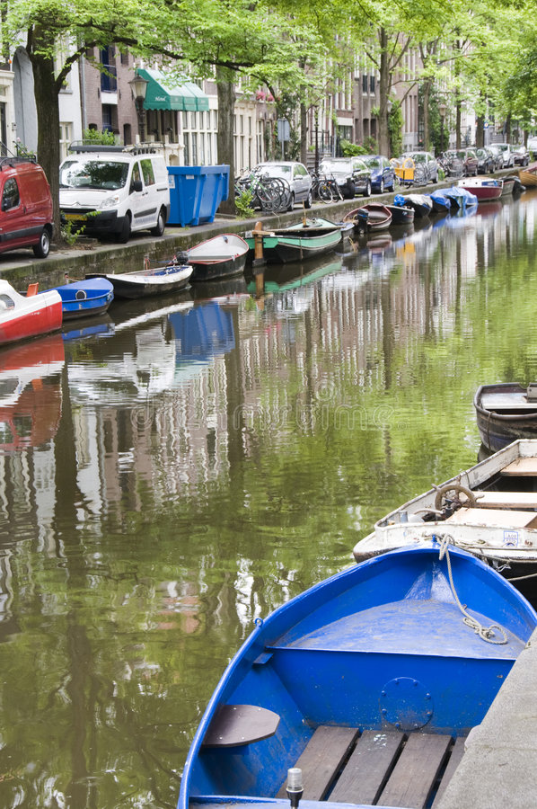 den amsterdam fartygkanalen holland houses plats arkivfoton