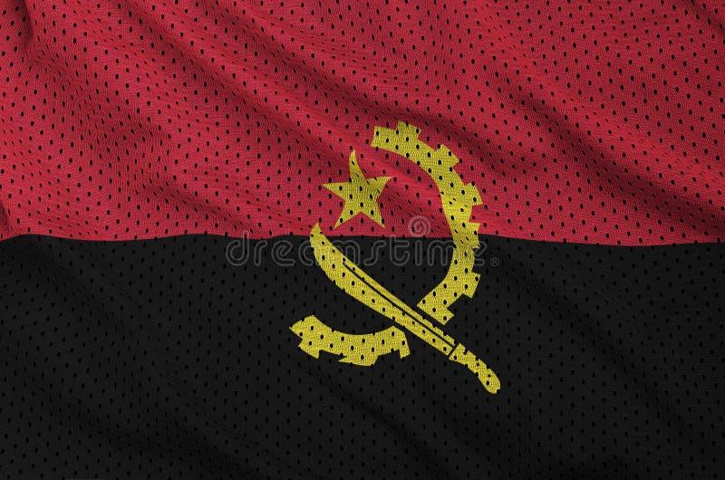 Den Angola flaggan skrivev ut på ett tyg för ingrepp för polyesternylonsportswear arkivfoto