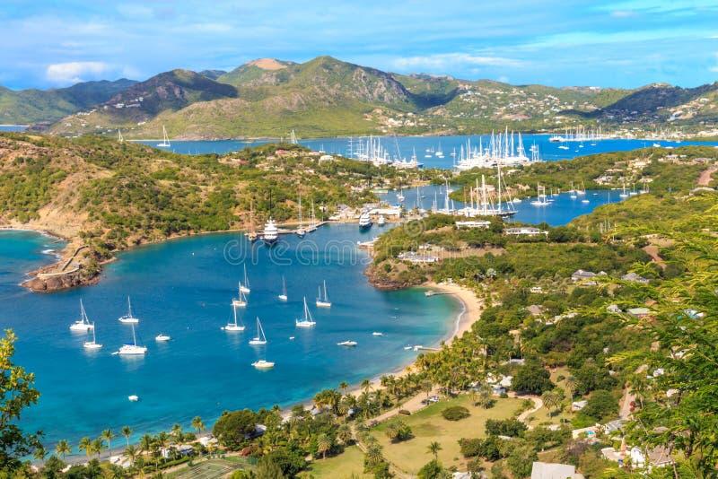Den Antigua fjärdantennen beskådar, den Falmouth fjärden, den engelska hamnen, Antigua royaltyfri fotografi