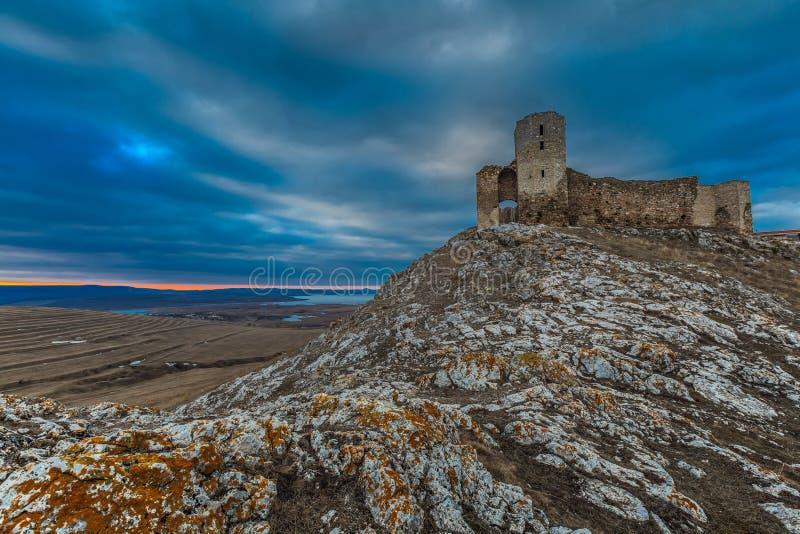 Den antika fästningen fördärvar. Enisala arkivbild
