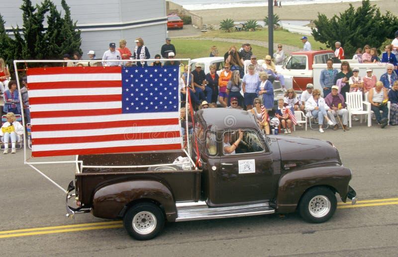 Den antika lastbilen i Juli 4th ståtar, Cayucos, Kalifornien royaltyfri fotografi