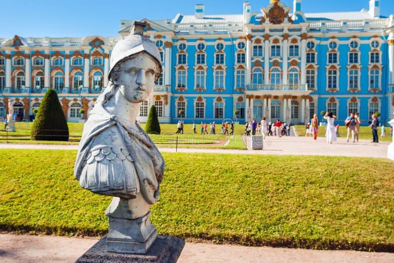 Den antika statyn i Catherine parkerar royaltyfria bilder