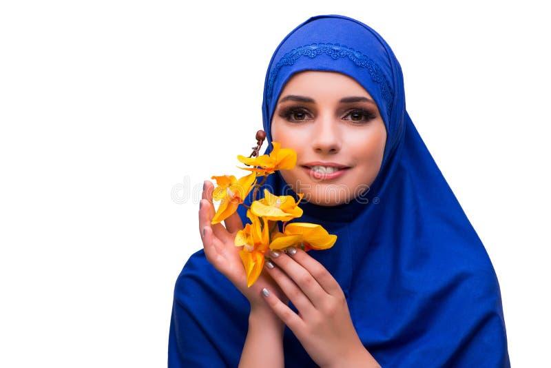 Den arabiska kvinnan med orkidéblomman som isoleras på vit royaltyfria bilder