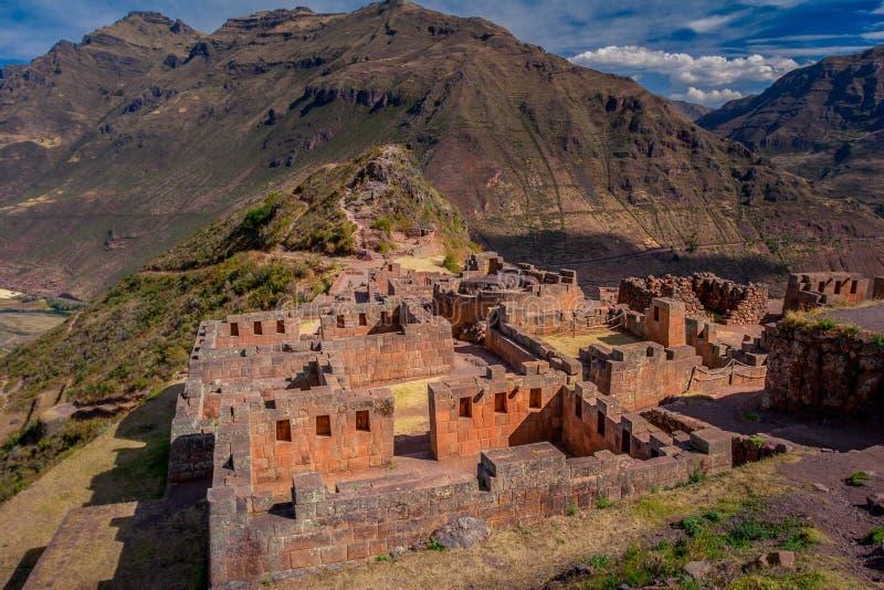 Den arkeologiska incaen fördärvar av Pisac i den sakrala dalen royaltyfri bild