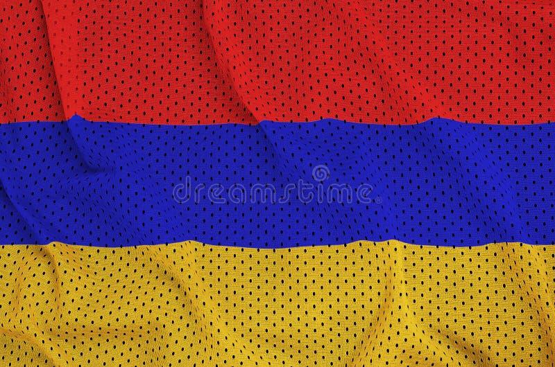Den Armenien flaggan skrivev ut på ett tyg för ingrepp för polyesternylonsportswear arkivbilder